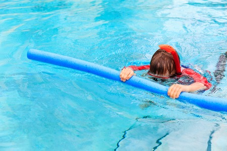 learns: Little boy learns swimming alone with pool noodle