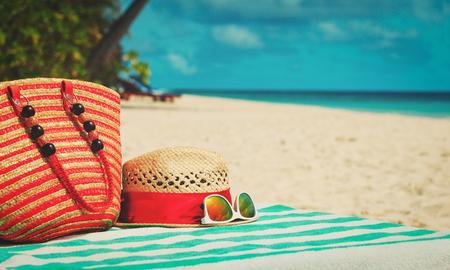 帽子、サングラス、ビーチ バッグ