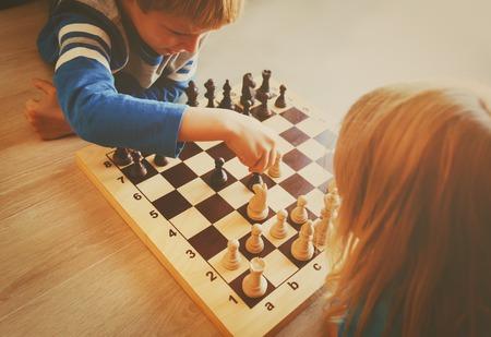 little boy and girl play chess Banco de Imagens - 86902689