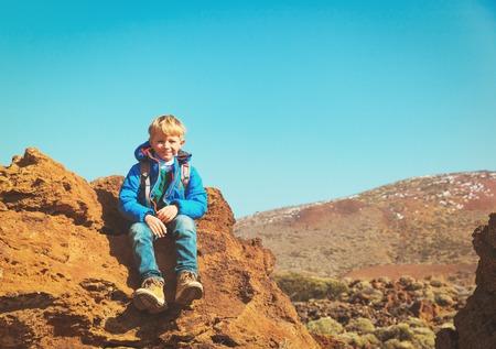 happy little boy enjoy hiking in mountains 版權商用圖片
