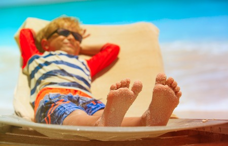 little boy relaxed and enjoying summer beach Stockfoto - 95541688
