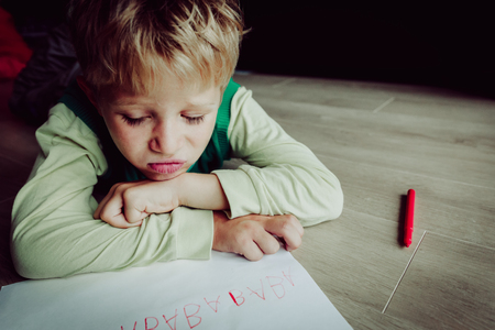 little boy tired stressed of doing homework Banque d'images - 95733837