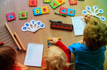 kinderen leren getallen, telraam berekening
