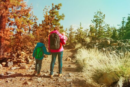 mother with skids travel hiking in mountains 版權商用圖片