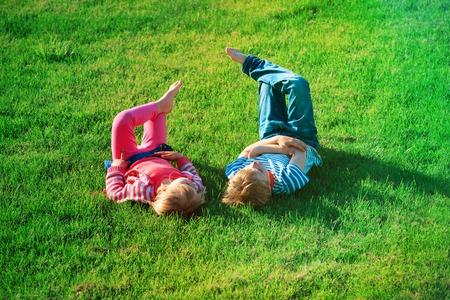 little boy and girl relax on green grass Standard-Bild - 103142420