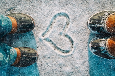 love winter - feet in snow boots and heart in nature 写真素材 - 108177473