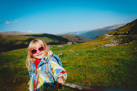 happy little girl making selfie while travel in nature Standard-Bild - 109818563