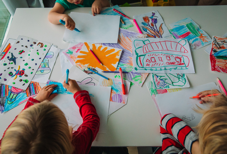 kids drawing, education, learning, arts and crafts class 版權商用圖片 - 112718083