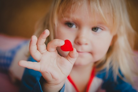 love and family. little girl holding heart in hands 스톡 콘텐츠