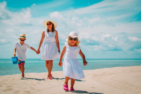 mother with son and daughter walk on beach Reklamní fotografie