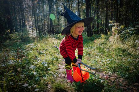 cute little girl trick or treating, kid celebrating halloween Imagens