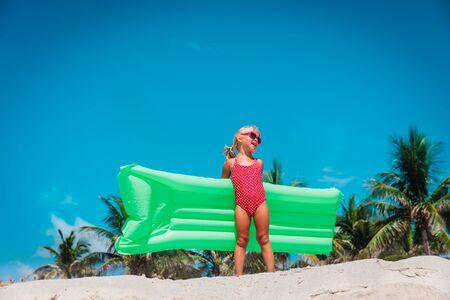 cute little girl go swim on tropical beach vacation Foto de archivo