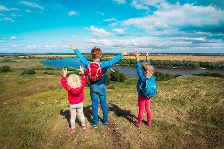 happy kids travel in nature, boy and girls enjoy scenic view Foto de archivo