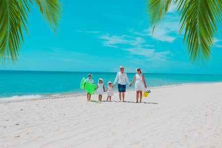 happy family with three kids on beach vacation Foto de archivo