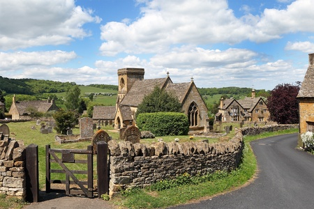 gloucestershire: View of idyllic English Cotswold village of Snowshill. With early summer sunshine