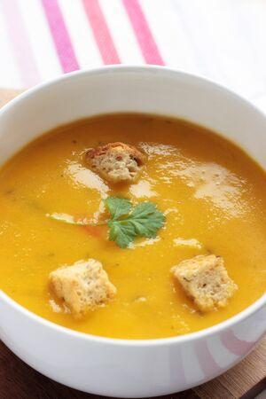 Carrot and coriander soup Standard-Bild