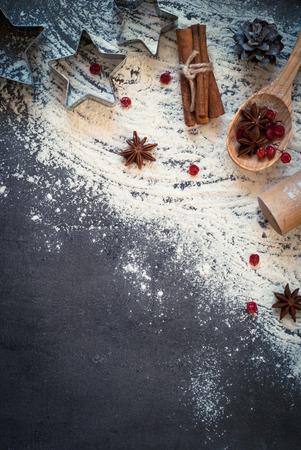 調理ベーキング - のための原料小麦粉、卵、スパイスをコピー スペース平面図。