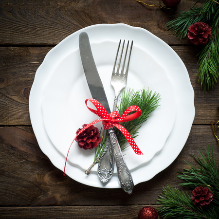 comida de navidad: Christmas table setting with christmas decorations,. Top view, copyspace.