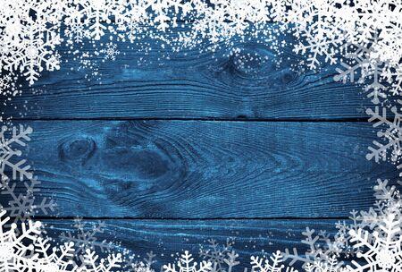 Winter background - neige et les flocons de neige à la marine surface en bois. Banque d'images - 47238193