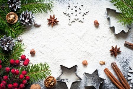 クリスマスのベーキング - のための原料小麦粉、スパイス、クッキー カッター。 写真素材