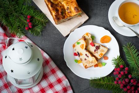 frutos secos: Navidad dulce empanada con requesón y frutas secas. Vista superior
