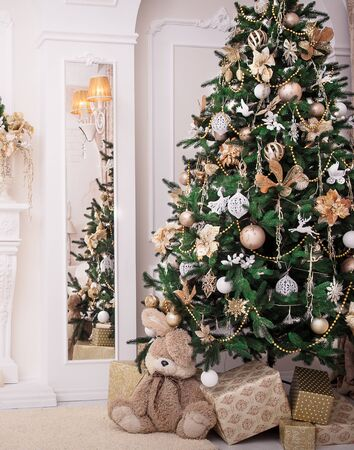 exacting: Classic Interior room decorated in Christmas style with Christmas tree and gifts Stock Photo