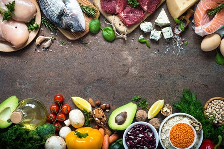 バランスの取れた食事。健康的な栄養の有機食品。 写真素材