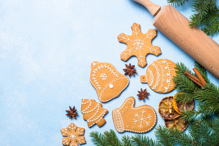 Christmas baking background. Christmas gingerbread cookies and spices on blue table. Top view. Standard-Bild