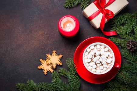 Rostiger Tannenbaum.Weihnachtsgeschenkbox Auf Platte Heiße Schokolade Mit Eibisch Und