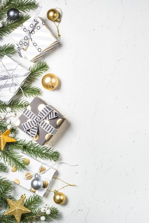 Christmas background with Gold and white present box and decorat Foto de archivo