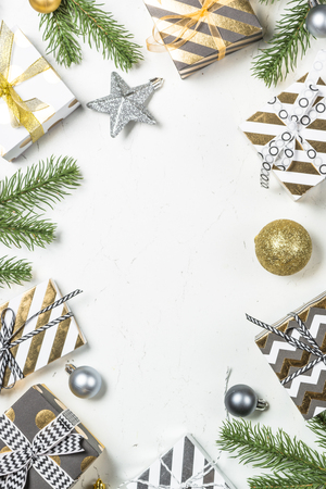 Christmas background with Gold present box and decorations top v Foto de archivo