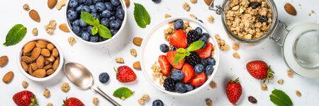 Greek yogurt granola with fresh berries on white table. Banco de Imagens