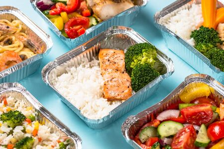 Food delivery concept - healthy lunch in boxes. 版權商用圖片