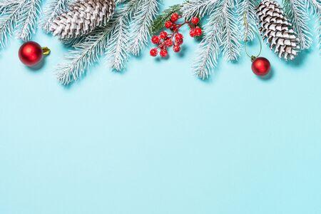 Kerst plat lag achtergrond op blauw.