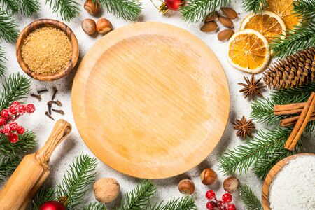 Christmas baking background with spices on white. Standard-Bild - 133908670