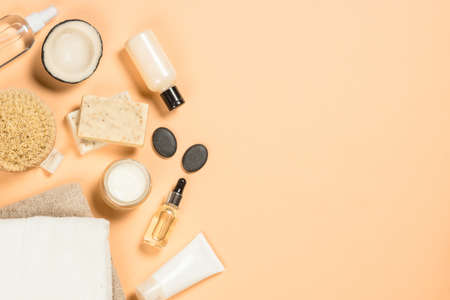 Spa and wellness products at trendy beige background. Standard-Bild