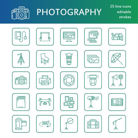 Matériel photographique des icônes à ligne plate. Appareil photo numérique, photos, éclairage, caméras vidéo, accessoires photo, carte mémoire, film à lunette trépied. Illustration vectorielle, panneaux pour photo studio ou magasin. Banque d'images - 85278942