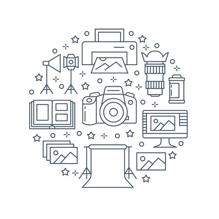 Affiche d'équipement de photographie avec des icônes de ligne plate. Appareil photo numérique, photos, éclairage, caméras vidéo, accessoires photo, carte mémoire, trépied. Illustration de cercle de vecteur, concept de brochure photostudio.
