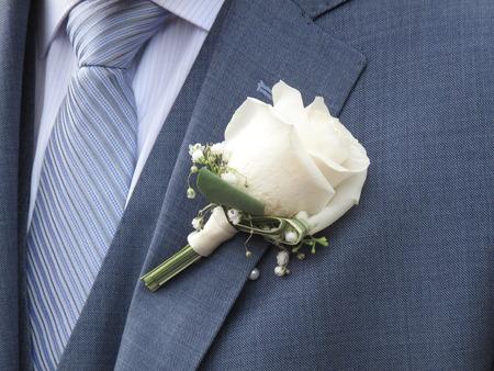 Closeup of  white rose on the lapel of a bridegroom 免版税图像