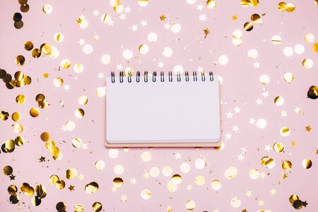 Empty note pad on pastel pink confetti background. Top view, flat lay. Holiday and festive Christmas mock up. 写真素材 - 134738073