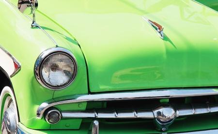 coche antiguo: detalle de autom�vil retro Foto de archivo