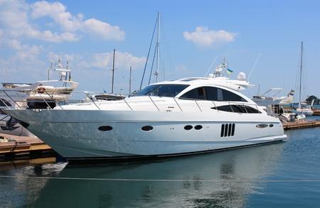 yachts: bianco yacht Marina