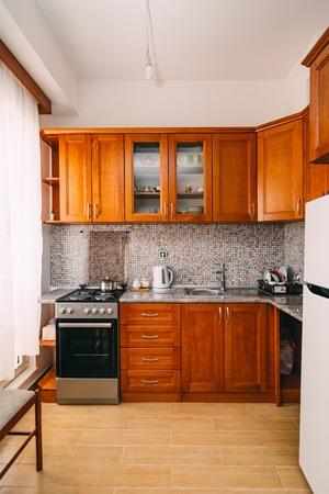 Una Cocina Pequeña Casa De Lujo Fotos, Retratos, Imágenes Y ...