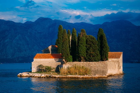 The island of Gospa od Skrpela in the Boko-Kotorsky Gulf near the town of Perast in Montenegro. Фото со стока - 87128616