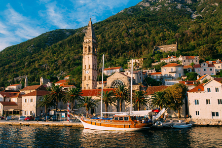 The old fishing town of Perast on the shore of Kotor Bay in Montenegro. Фото со стока - 87128619
