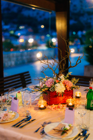 Flower compositions on the wedding table in rustic style. Wedding decorations with their own hands. Wedding in Montenegro. Фото со стока