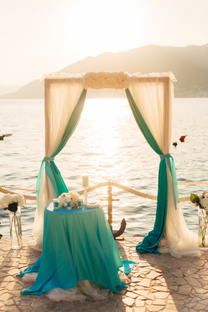 Arch for the wedding ceremony on the sea Фото со стока - 89340545