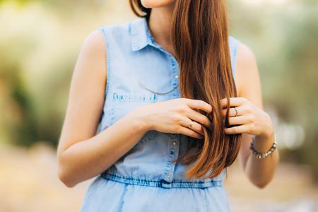 Womans cheveux, gros plan de boucles. Les cheveux de mariées. Banque d'images - 85876808
