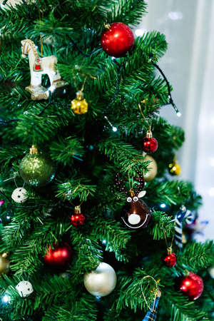 A toy ball on a Christmas tree in the shape of a deer head. Imagens - 156870486