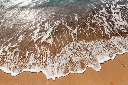 Sea surf. The wave runs onto the beach Imagens